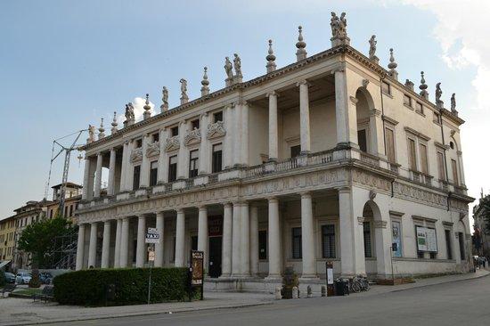 Palazzo Chiericati : View 2
