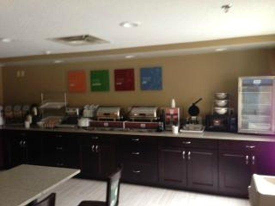 Comfort Inn Mount Airy: Hot Breakfast Bar
