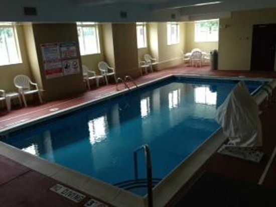 Comfort Inn Mount Airy : Indoor Swimming Pool