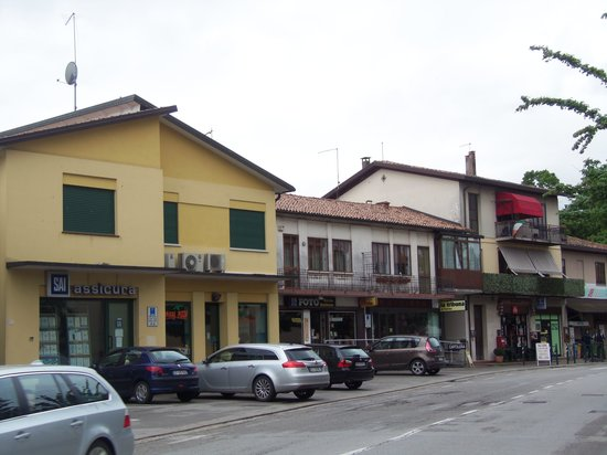 Locanda da Renzo: the neighborhood shops