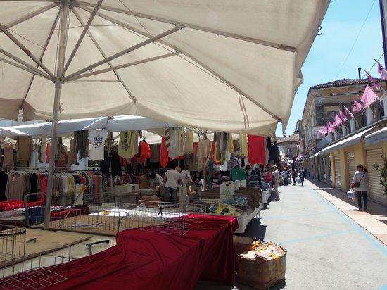 Locanda da Renzo : ths ourdoor market