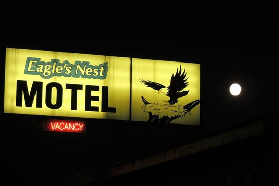 Eagle's Nest Motel : Motel sign & a beautiful full moon!