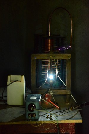 A Tesla coil in action at the Niagara Science Museum