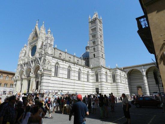 Museo dell'Opera Metropolitana: l'ingresso è nel colonnato a sinistra