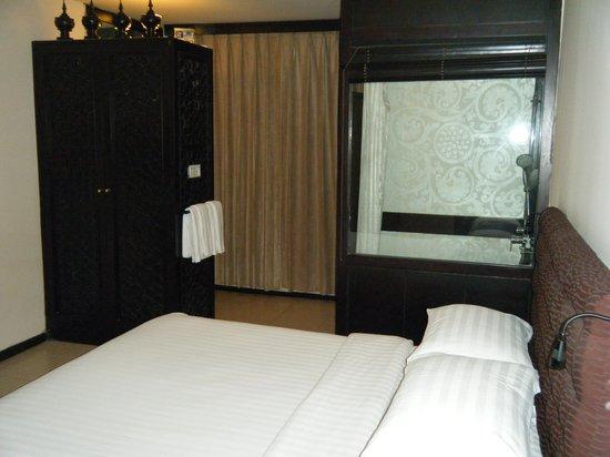 East Hotel : Room 1 (4th floor)