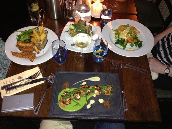 O'Grady's on the Pier: Childrens Chicken, Seared scallops & Salmon
