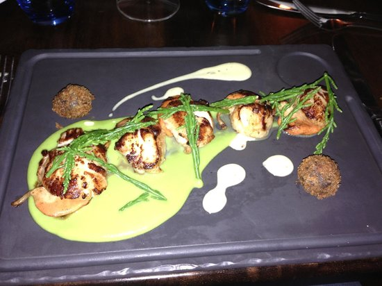 O'Grady's on the Pier: Seared Scallops with Black Pudding