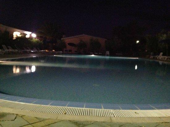 Gli Ontani: piscina centrale