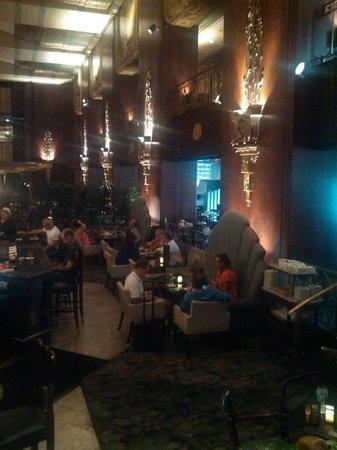 Hilton Cincinnati Netherland Plaza: Bar