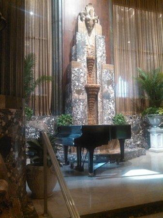 Hilton Cincinnati Netherland Plaza: Wish some one was playing