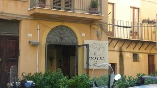 Hotel Antica Foresteria Catalana : ingresso