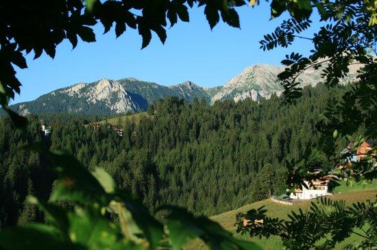 Hotel Millefiori: scorcio dalla passeggiata pedonale che porta a Vigo