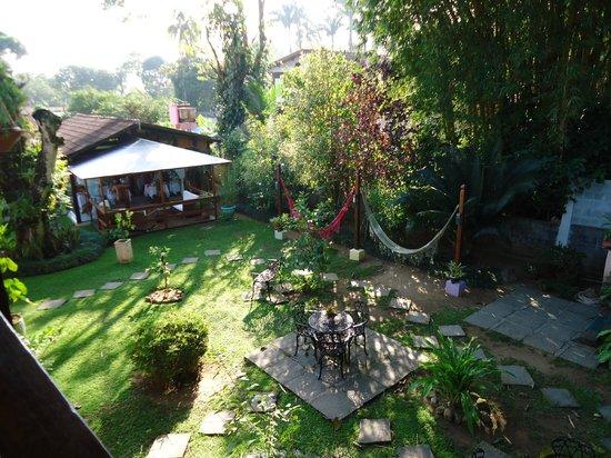 Pousada Cauca: Vista interna do jardim.
