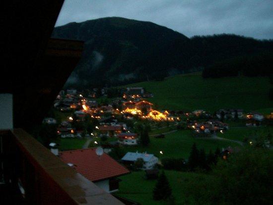 Haus Schöne Aussicht: Night view of the village of Berwang