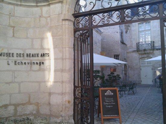 La Musardiere : Entrée commune au musée et du restaurant