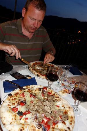 Locanda Dei Fiorucci : Pizza with truffle and potatoe chips