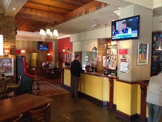 The Churchill: main bar