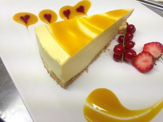 Kennedys Bar & Restaurant: Mango cheesecake.