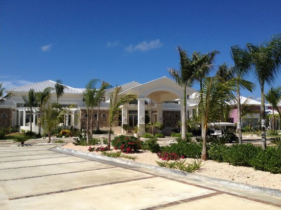 Eden Roc at Cap Cana: Entrance