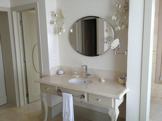 Eden Roc at Cap Cana: Bathroom vanity