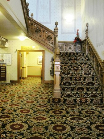 Best Western Queens Hotel: Lobby and stairs