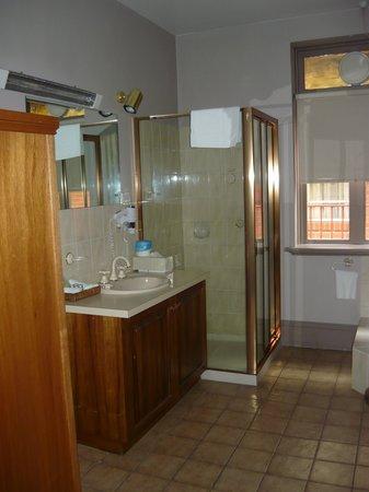 Rydges Hotel Hobart: Bathroom