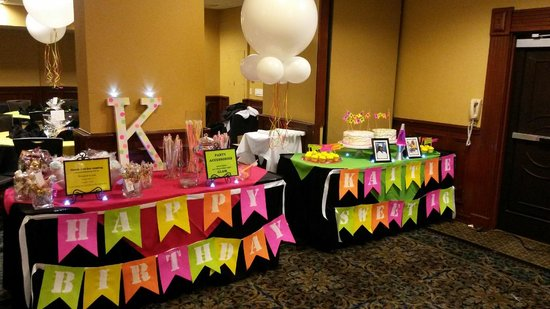 Embassy Suites by Hilton Hotel Los Angeles International Airport South: Favor, Glow Accessories and Cake table