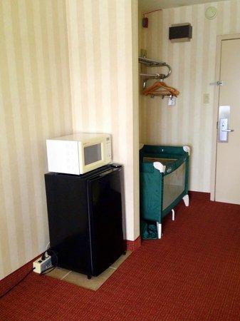 Fenwick Inn: Fridge & Microwave