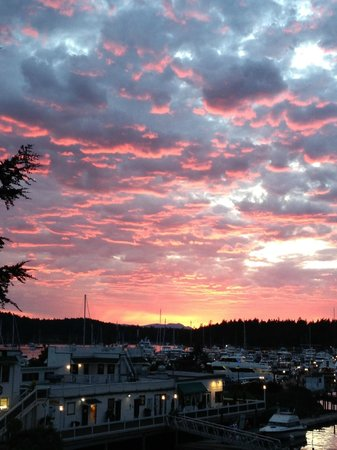 Roche Harbor Resort: Sunset from our room porch