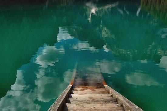 Hotel Pragser Wildsee: le acque azzurre del lago