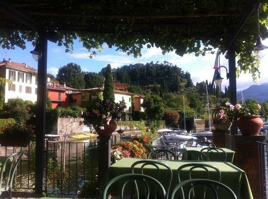 Breakfast on the terrace picture of la pergola bellagio for Breakfast terrace