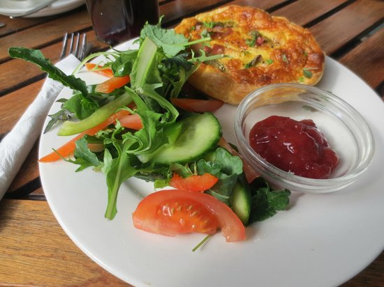 Native Tree Cafe: Pie & salad