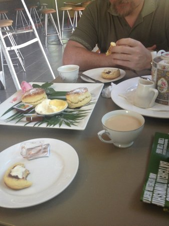 Emerald Springs Roadhouse: Devonshire Tea for Two :)