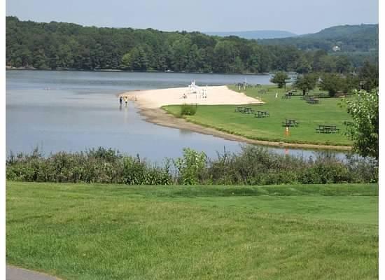 Rocky Gap Casino Resort: Beach and swimming on lake