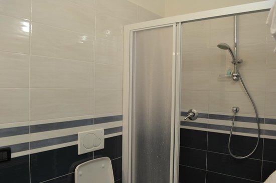Sandra Villa Rooms: Baño