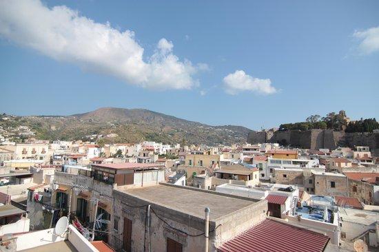 Agave Residence Lipari : vista della terrazza sul paese