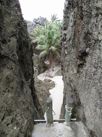 Togo chasm: 32 steps to the secluded chasm