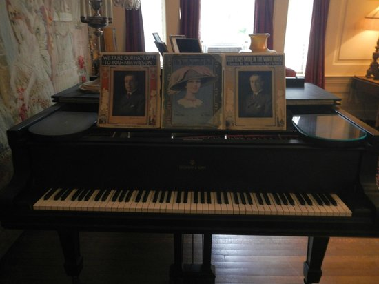 The President Woodrow Wilson House: Grand piano that is kept tuned and played at private parties