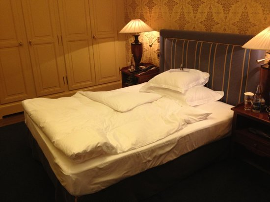 Grand Hotel Les Trois Rois: Single room
