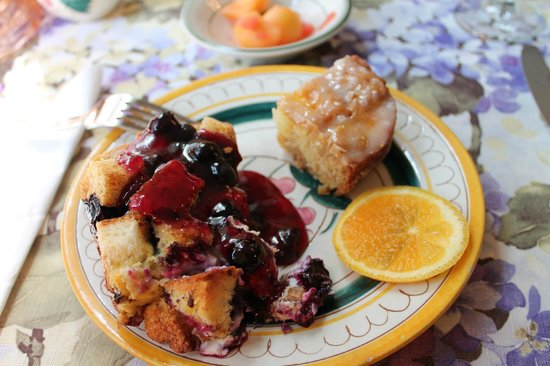 Bayberry Inn - Ocean City : Stuffed French Toast with a blueberry sauce