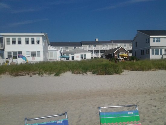 Deluxe Oceanfront Motel & Cottages: the hotel from the beach