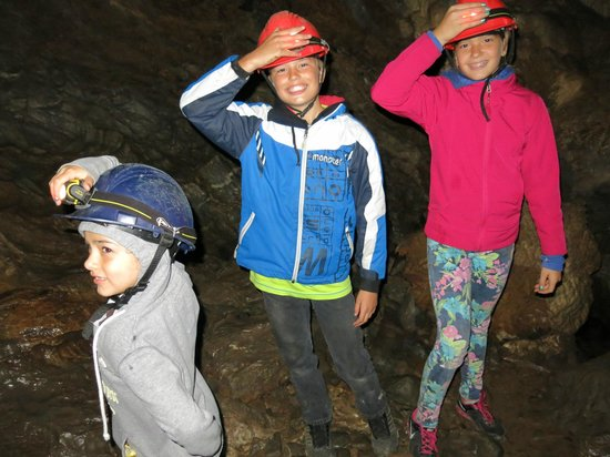 Horne Lake Caves Provincial Park: The kids inside the caves