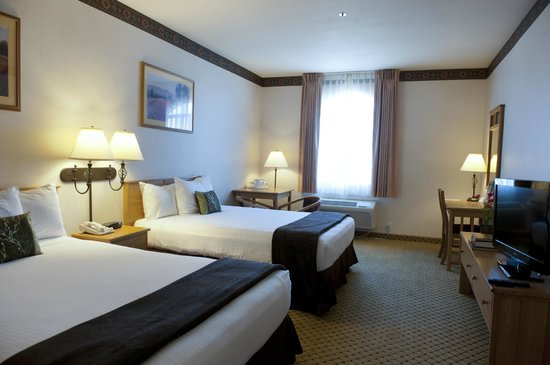 The Inn at Rolling Hills : New bedding in the rooms with two queen beds