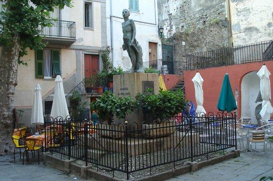 Caffe Matteo: Café mateo ,frente a la plaza única de Corniglia