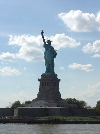 Hudson River: Statue of Liberty.