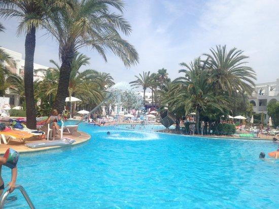 PrimaSol Cala d'Or Gardens: The gorgeous pool.
