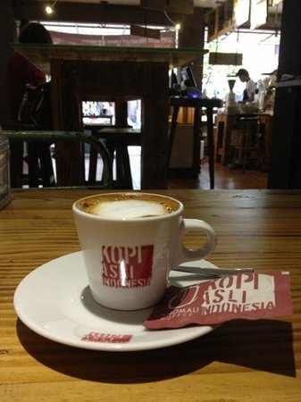 Anomali Coffee Ubud: the best double Machiato in Ubud ....the only place here to drink good coffee
