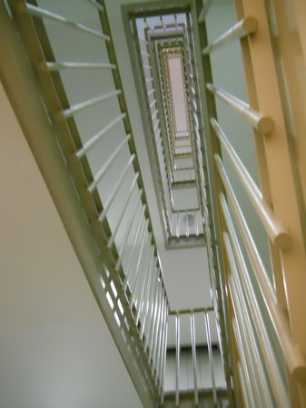 The National Museum of Modern Art: 階段・・・1階から見上げる