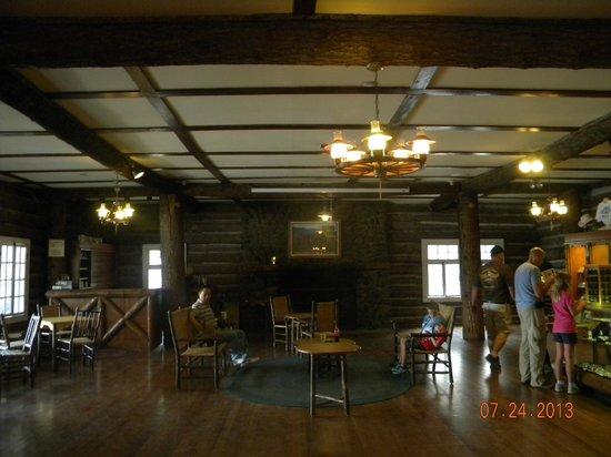 Roosevelt Lodge Dining Room : inside