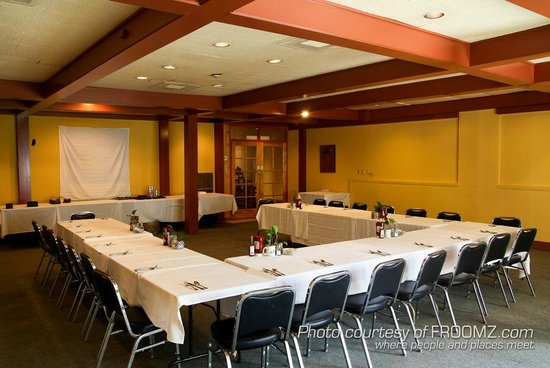 Hobee's Belmont boasts a large banquet room for special events.